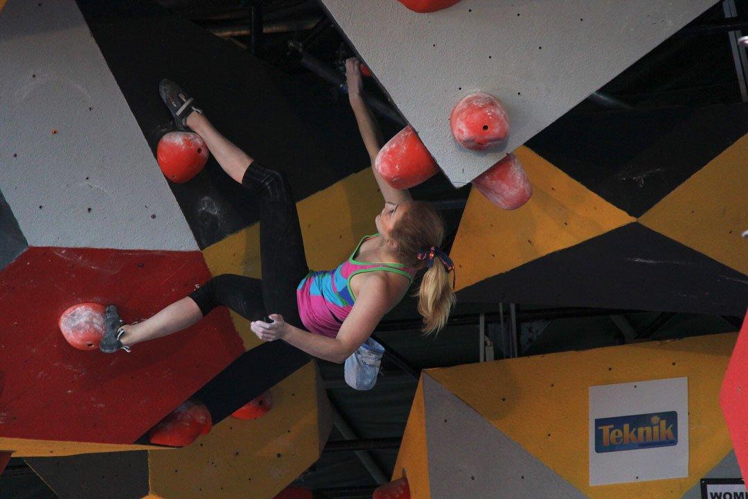 home gym ideas: indoor rock climbing wall